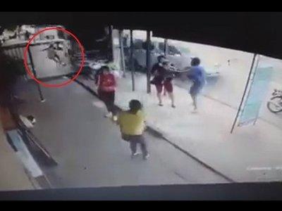 Video: Así chocó el camión conducido por un joven borracho