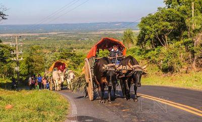 En carretas, desde Yaguarón hasta Caacupé para agradecer a la Virgen
