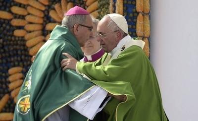 HOY / Papa acepta renuncia de Valenzuela, pero seguirá por dos años