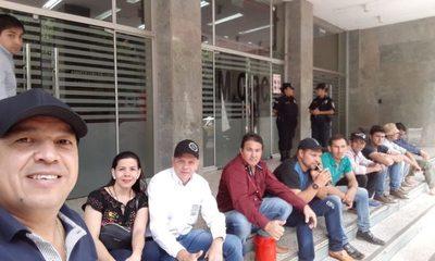 Pobladores de Puerto Indio continúan con el bloqueo de ruta