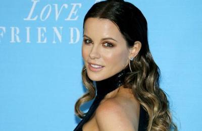 La lección de Kate Beckinsale a una troll que la criticó por posar en bikini a sus 46 años
