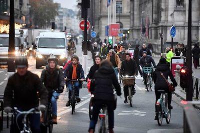 Transporte paralizado y aulas vacías por huelga contra la reforma de pensiones en Francia