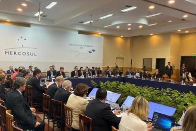 Morales agradece a Uruguay que haya solicitado activación de cláusula democrática en Mercosur