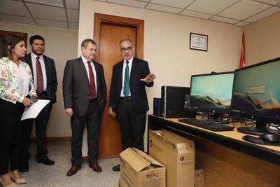 El Pte. Jiménez Rolón entregó equipos informáticos a juzgados de la Capital