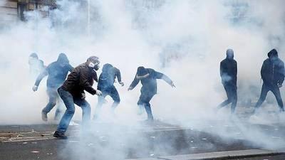 Huelga general en Francia: Vuelos cancelados, no habrá transportes hasta el lunes y París está bloqueada por manifestantes