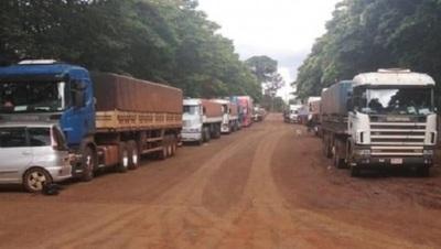 Cerca de 500 camiones con granos están varados en frontera con Brasil