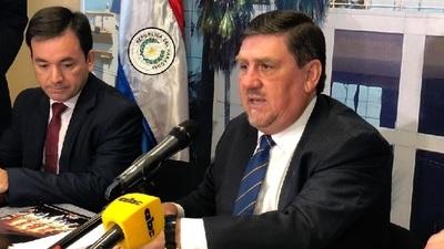 Llano aclara que tres funcionarios por legislador no están obligados a marcar