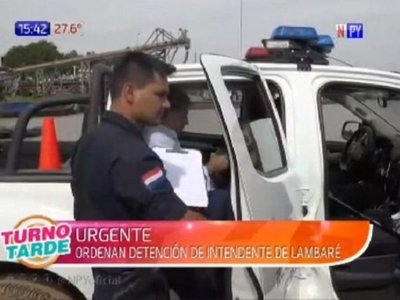 Detienen al intendente de Lambaré y lo llevan en una patrullera