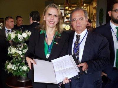 Paraguay y Brasil firman compromiso para cerrar este año acuerdo automotriz