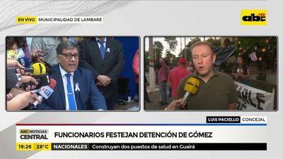 Funcionarios festejan detención de Gómez