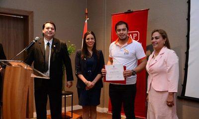 Intendente recibe reconocimiento de la UPAP por su apoyo a la salud