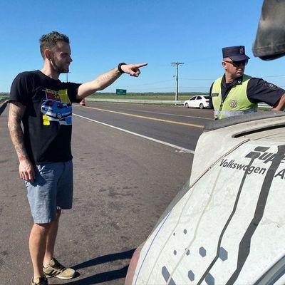 """""""Bienvenido amigo extranjero"""": Caminera recibe a visitantes pidiendo coimas"""