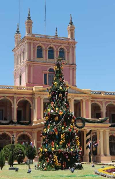 El Palacio de Gobierno se prepara para recibir a la Navidad con artesanía popular