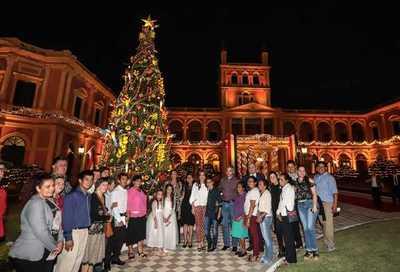 Jardines del Palacio se decoran con artesanía popular y se abren a los visitantes por la Navidad