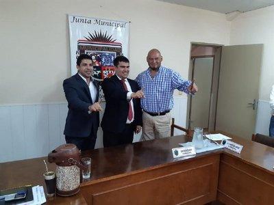 Julián Vega es elegido presidente de la Junta Municipal de Roque Alonso