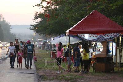 Denuncian que municipalidad de Ypacaraí cobra por puestos ubicados sobre ruta