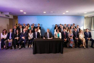 Ministros designados por Fernández se comprometieron a «poner a Argentina de pie»
