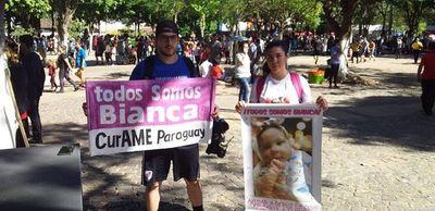Padres de Bianca piden ayuda a la Virgen y a la gente en Caacupé