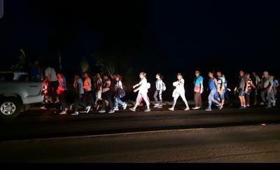 La fe les hace caminar 18 km