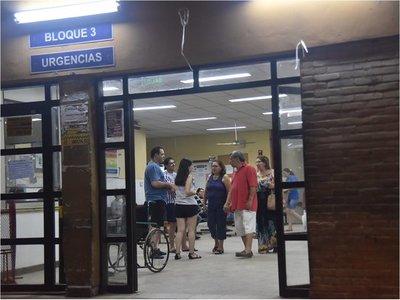 Ambulancia pierde los frenos y causa accidente en Hospital de Caacupé