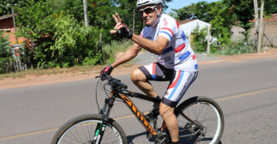 Abuelito ciclista le  hace 6-0 a péndex