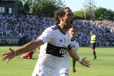 Roque Santa Cruz, heptacampeón del fútbol paraguayo
