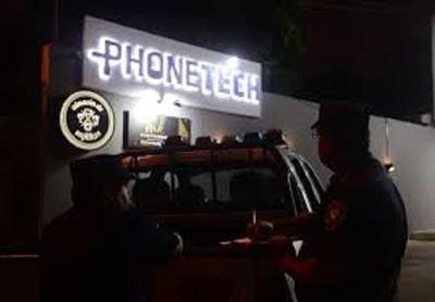 Millonario robo de local de ventas de aparatos celulares