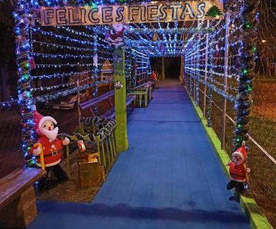Túnel luminoso en plaza del barrio Las Mercedes
