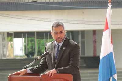 Mandatario pide abrir puertas de los ministerios para responder a necesidades de la gente