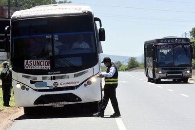"""Caacupé: sancionan a transportistas por """"inflar"""" el pasaje y circular sin permiso"""