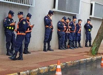 """No se puede a las buenas, será a las """"malas"""": ley para reducir los policías custodios de 4 mil a menos de 2 mil"""