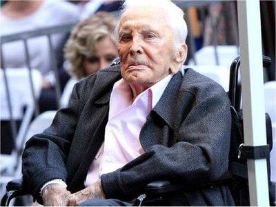 Kirk Douglas, el superviviente del Hollywood dorado, cumple 103 años