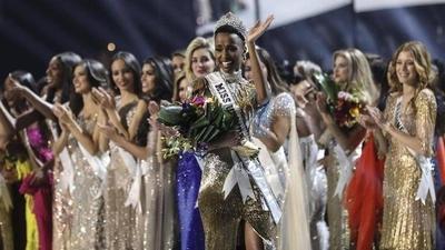 """HOY / Zozibini Tunzi, Miss Universo 2019: """"Es un honor representar a la diversidad"""""""