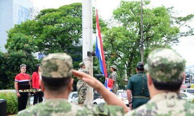 Realizan acto de izamiento de la bandera para promover el patriotismo
