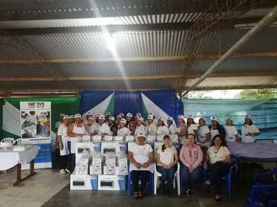 Más de 30 mujeres se certificaron en curso de cocina y repostería