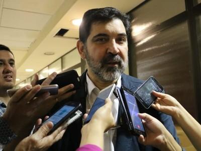 Llama la atención que la Iglesia hable de temas como aportes a Partidos sin conocimiento pleno, dice senador