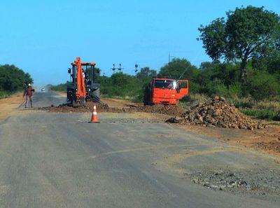 MOPC está bacheando la Ruta Transchaco