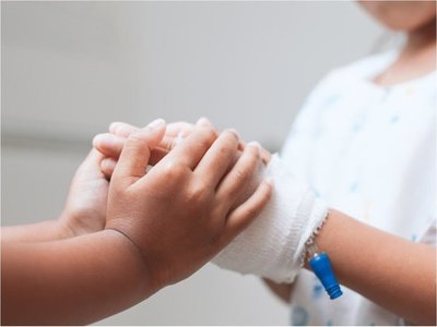 Niño de 2 años estable tras haber explotado un petardo en su mano