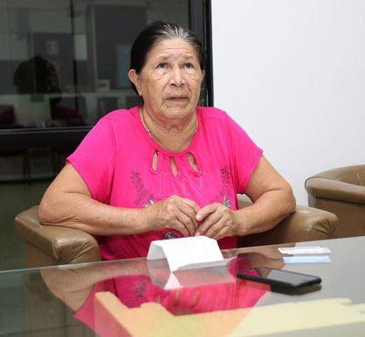 Madre soltera, un hijo enfermo y le sacaron la pensión de tercera edad