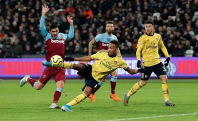 Con Balbuena, West Ham cayó ante el Arsenal