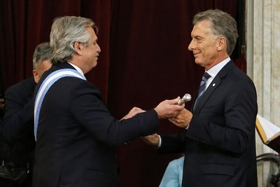 Alberto Fernández asume en Argentina y pide la unidad