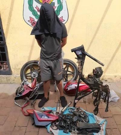 Joven recuperó su motocicleta, pero totalmente desarmada •