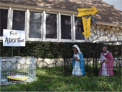 Jesús y la Virgen María, enjaulados y separados en polémica Natividad en EEUU