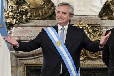 Fernández comienza su difícil gobierno en Argentina