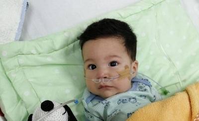 """HOY / Familia de bebé con Atrofia Muscular también pide ayuda: """"A mi hijo le están negando la vida"""""""