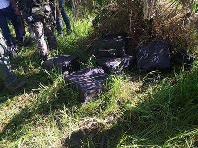 Incautación de cocaína: en principio eran 10 bolsas, pero seguimos encontrando más paquetes, dice ministro