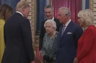 El momento en que la reina Isabel II regaña a su hija por no saludar a Donald Trump