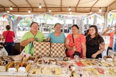 Feria de artesanos locales