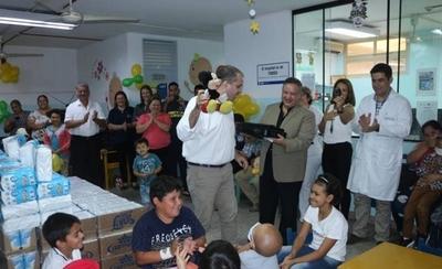 HOY / Con mucha alegría reciben donación para niños con leucemia en el Hospital de Clínicas