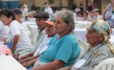 HOY / Congreso da su OK para que adultos mayores de 65 años reciban pensión alimentaria